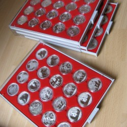 Érmedoboz tálcás,  LINDNER 2543 20 db Lunar2 érméhez